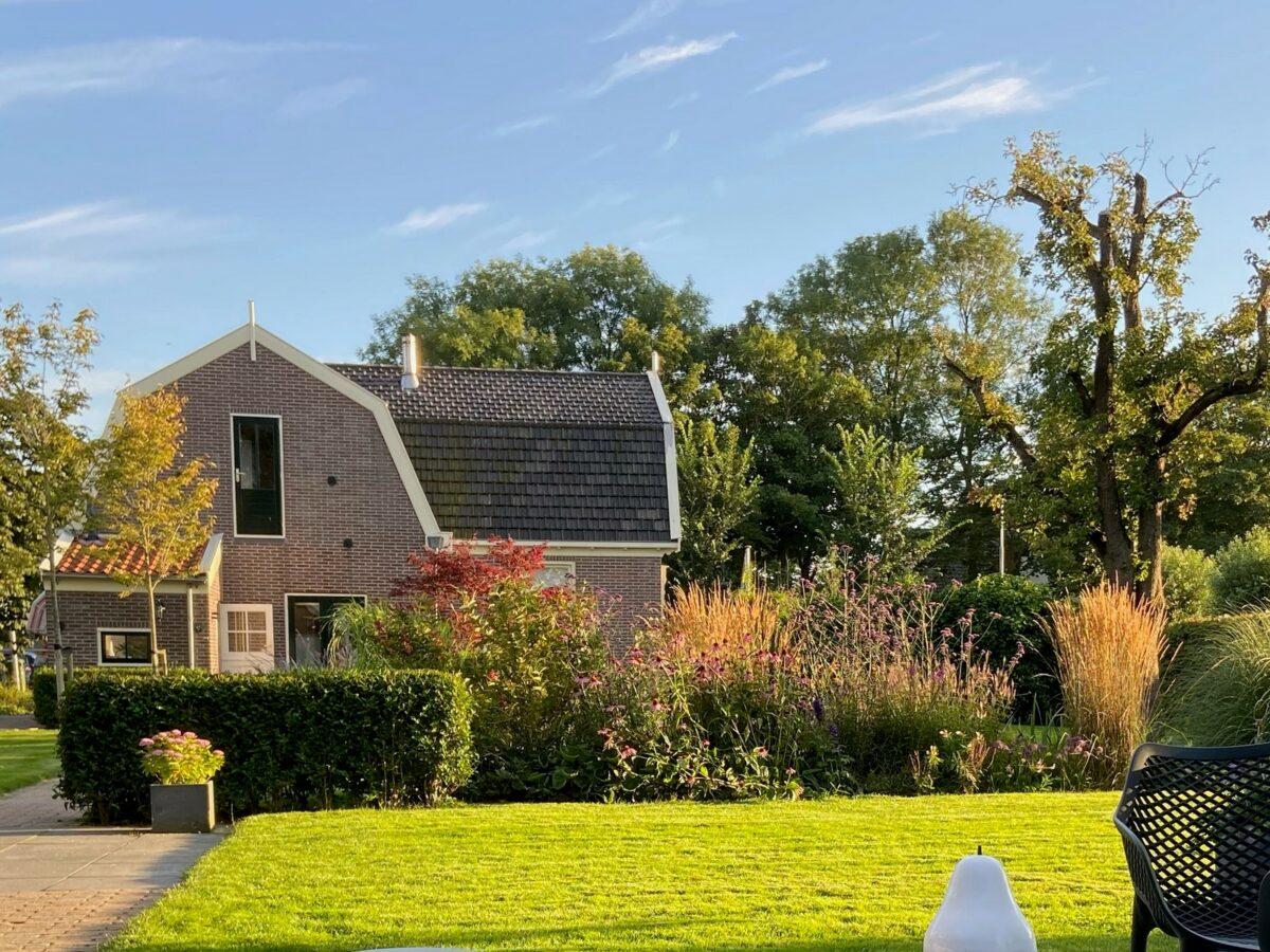 Landelijke tuin met tuinkamer